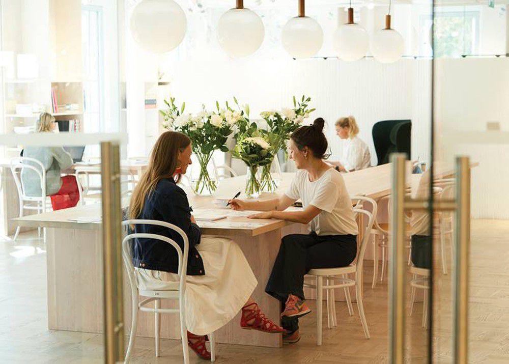 Các nhà thiết kế của H&M làm việc tại trụ sở Thụy Điển