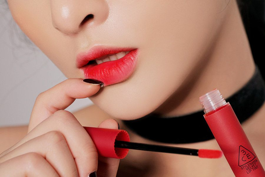 Chất son của 3CE Velvet Lip Tint khá bóng mượt