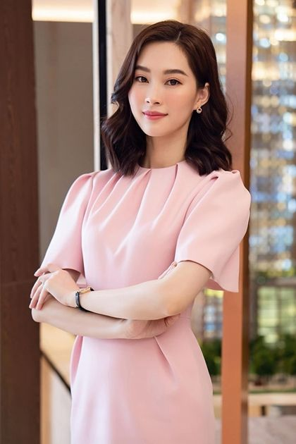 Hoa hậu Thu Thảo trong một thiết kế của Elise