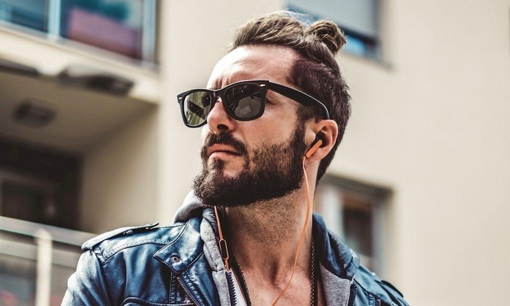 Kiểu tóc man bun rất hợp với râu quai nón