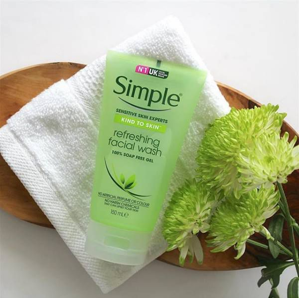 Sữa rửa mặt Kind To Skin Refreshing Facial Wash