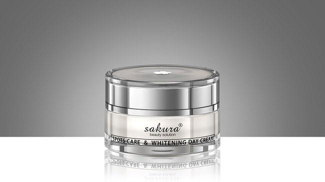 Kem Sakura Spots Care and Whitening day Cream co gia tuong doi cao
