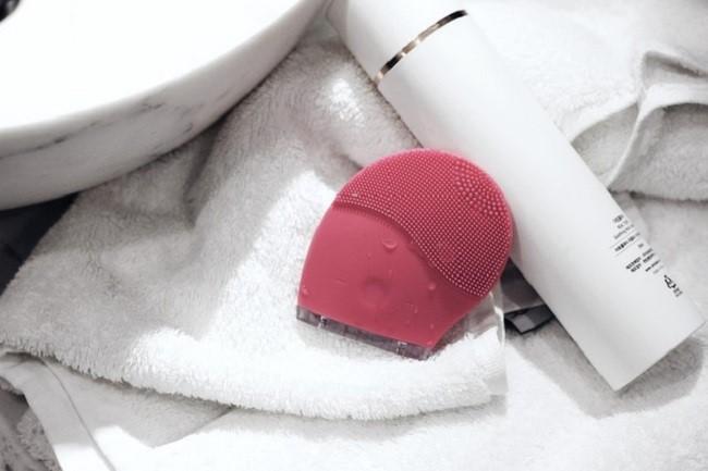 Máy rửa mặt AVU Soak Off Vibration Cleanser có ngoại hình không mấy khác Halio