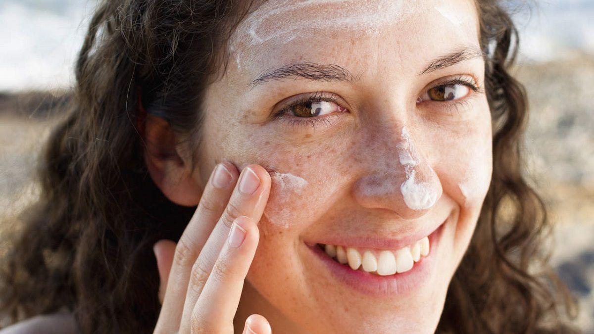 Luôn luôn phải sử dụng kem chống nắng đề chăm sóc da mặt bị nám