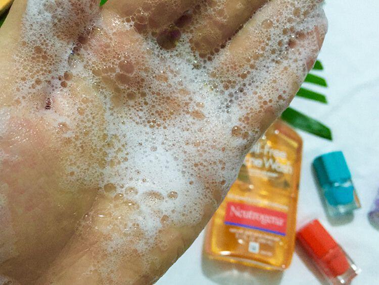 Thành phần và kết cấu của sửa rửa mặt cho da dầu Neutrogena Oil Free