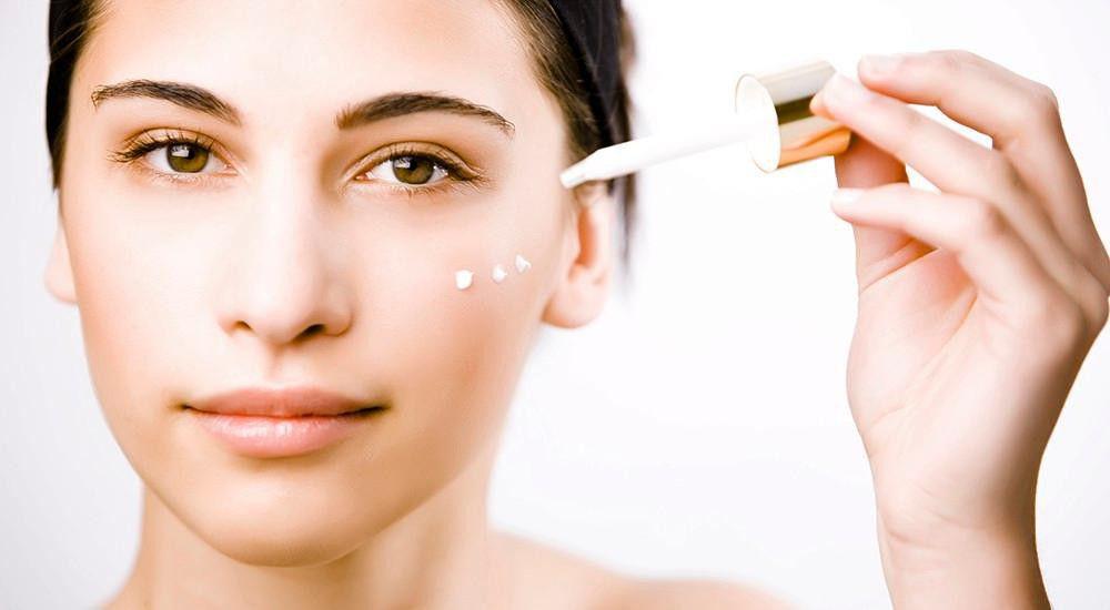 Serum luôn có trong quy trình chăm sóc da mặt hàng ngày