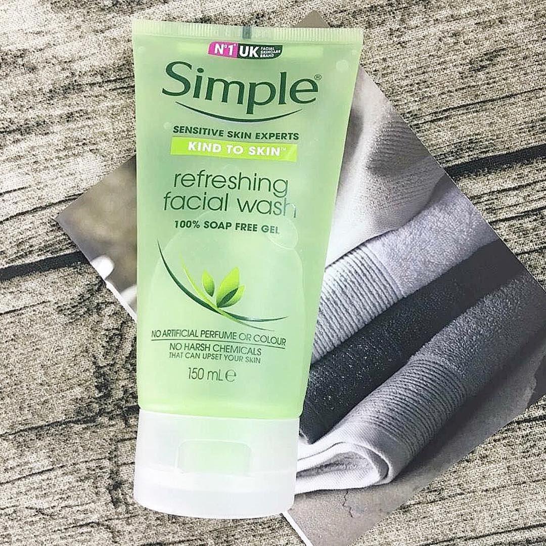 Sữa rửa mặt Simple Kind To Skin Refreshing Facial Wash Gel (dành cho da nhạy cảm, da mụn)