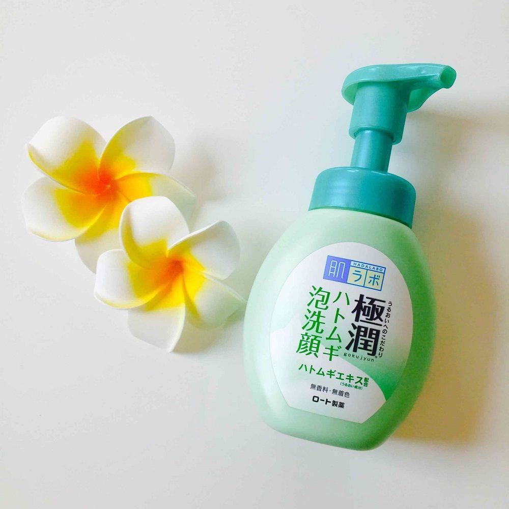 Sữa rửa mặt Hada Labo Gokujyun Hatomugi Bubble Face Wash màu xanh (Dành cho da dầu mụn)