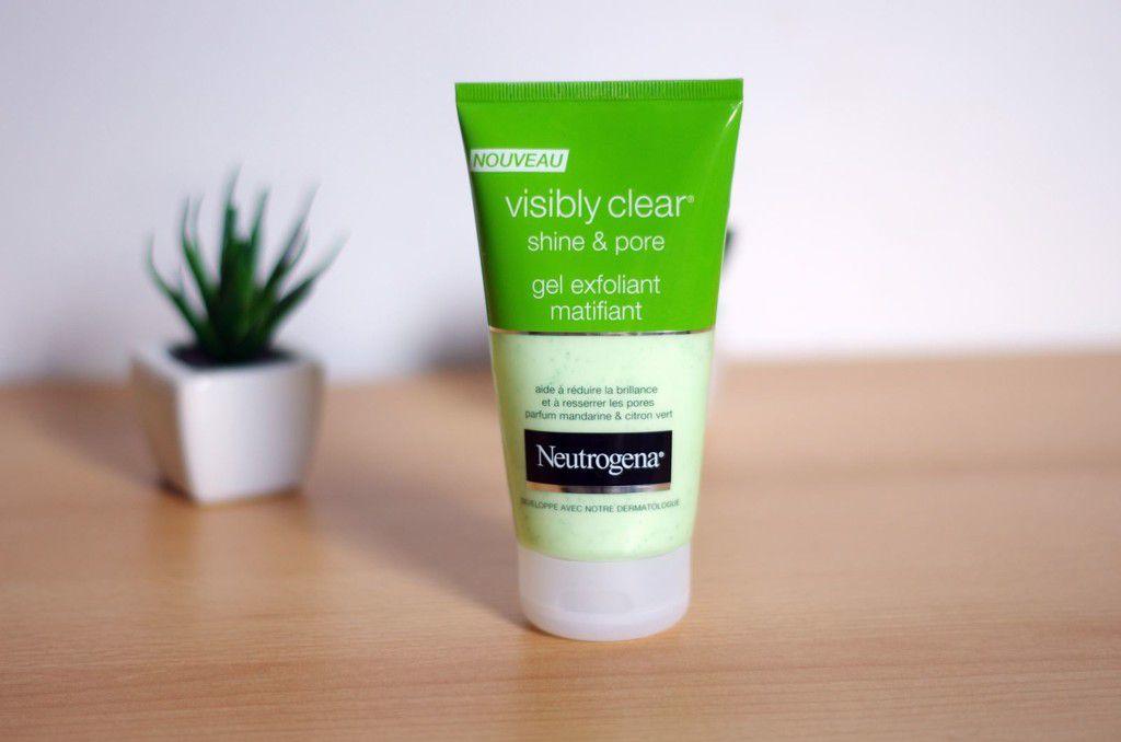 Sữa rửa mặt Neutrogena Visibly Clear Pore and Shine Daily Scrub (dòng màu xanh lá cây)