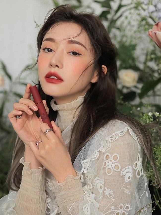 Swatch màu son Speak Up trong bộ sưu tập 3CE Velvet Lip Tint