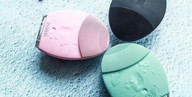 Máy rửa mặt Pebble Lisa có 3 nút bấm