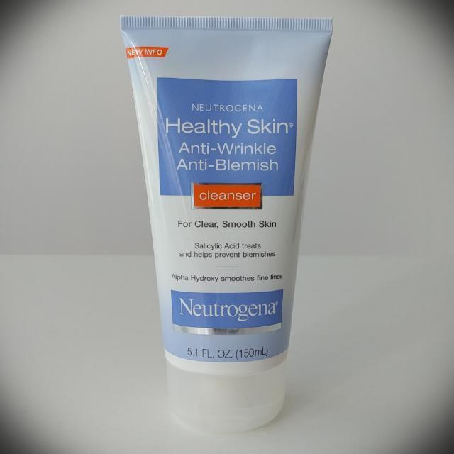 Sữa rửa mặt Neutrogena Healthy Skin Anti-Wrinkle Anti Blemish Cleanser