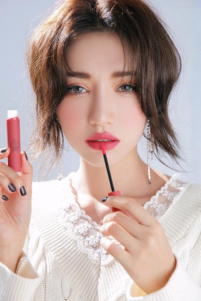 Cây son 3CE Velvet Lip Tint màu hồng san hô Pink Break