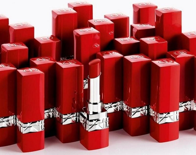 Thiết kế dòng son Rouge Dior Ultra Rouge 999 được lòng phái đẹp