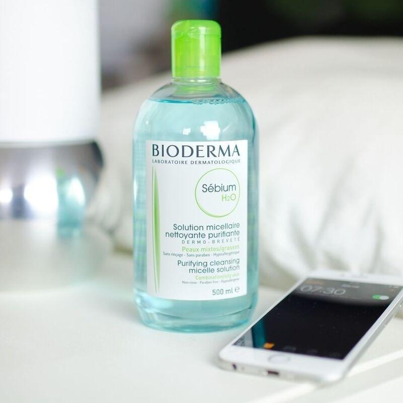 Thiết kế của nước tẩy trang Bioderma xanh