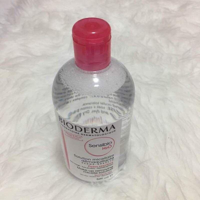 Bọt nước ở chai nước tẩy trang Bioderma thật khá nhỏ