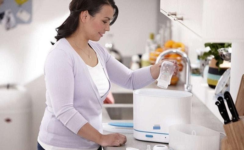 Sử dụng máy tiệt trùng bình sữa cho bé