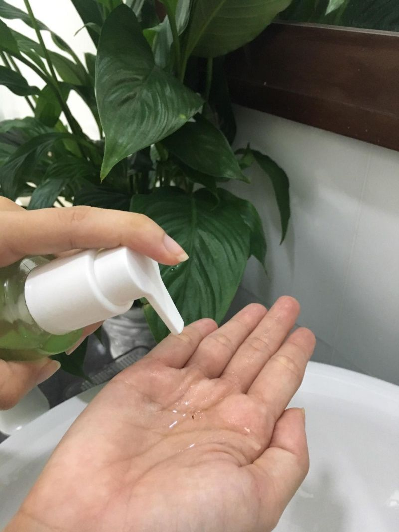Sữa rửa mặt The Auragins Oil Balancing Gel Cleanser rất thích hợp với các bạn da dầu mụn