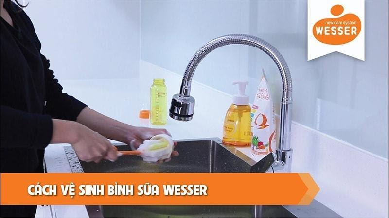 vệ sinh bình sữa Wesser