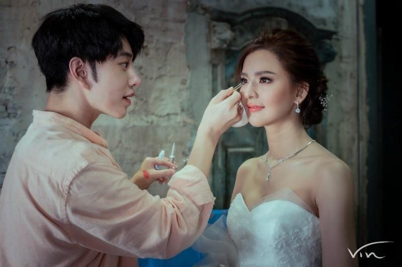 thương hiệu Browit và makeup artist Nong Chat