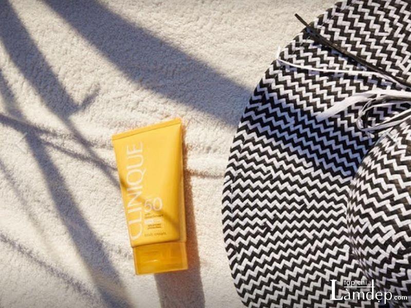 Kem chống nắng body Clinique Sun Broad Spectrum SPF 50 Sunscreen Body Cream