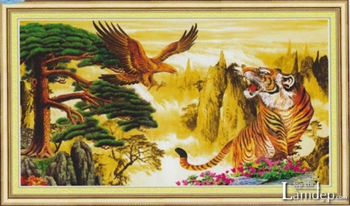 Tranh thêu chữ thập hổ và đại bàng