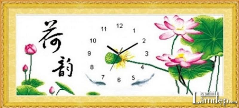Tranh thêu chữ thập đồng hồ hoa sen